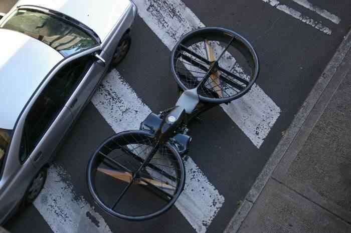 Sujeito diz que conseguiu fazer uma moto sem rodas