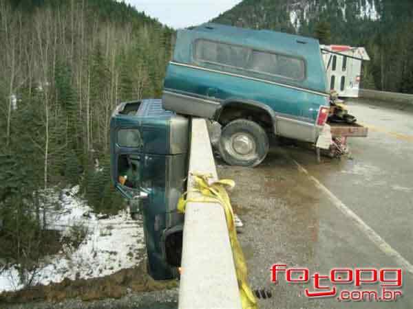 Foi por pouco - 10 casos de veículos que pararam na beirada