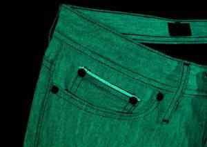 A calça que brilha no escuro do Restart