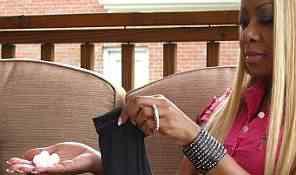 Vícios bizarros: A mulher que ficou viciada em talco e a outra que bebe esmalte