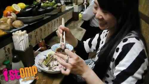Rã touro é servida VIVA nos restaurantes do Japão