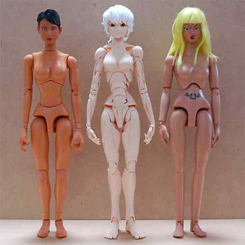 SFBT - Boneca totalmente articulada