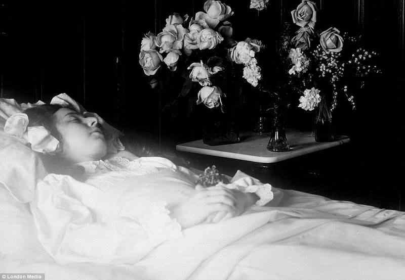Mais fotos dos mortos