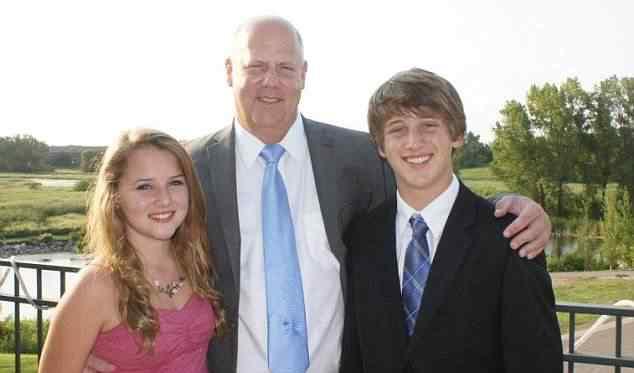 Phillip Marshall e seus filhos