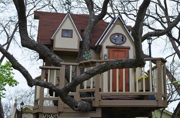 """Fazendo uma cabana na árvore """"like a boss"""""""