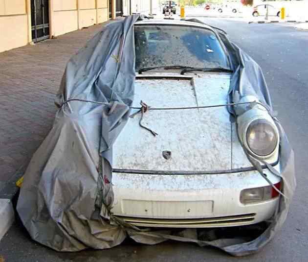 Momento dor no coração: carros abandonados em Dubai