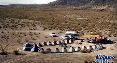 turistas acampam na região da reserva tentando contatos imediatos.