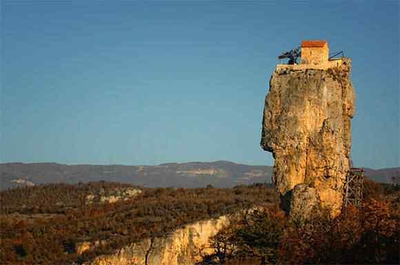 O monastério do pilar Katskhi
