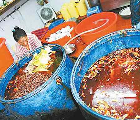 oleo Comida feita no óleo de esgoto   Mais nojeira direto da China