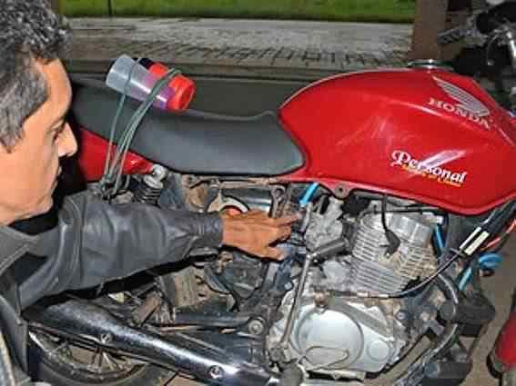 Acreano cria moto que usa combustível à base de água e faz 60 km por litro 1