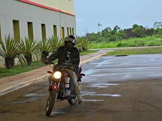 Acreano cria moto que usa combustível à base de água e faz 60 km por litro 3