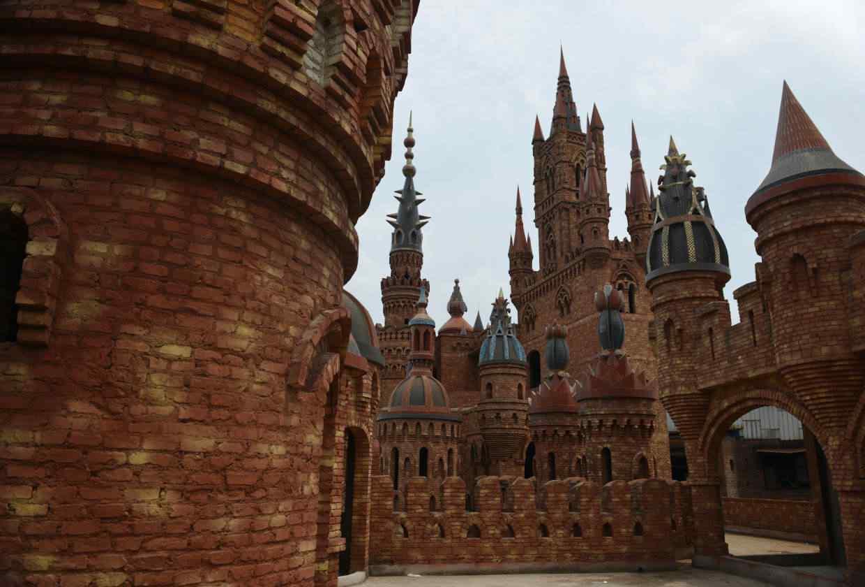 Chinese Millionaire Castles 033128818140 Milionário chinês constrói castelos só por diversão e planeja fazer 100!