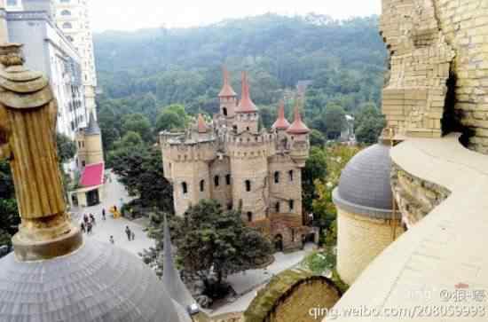 Chongqing castles6 550x363 Milionário chinês constrói castelos só por diversão e planeja fazer 100!