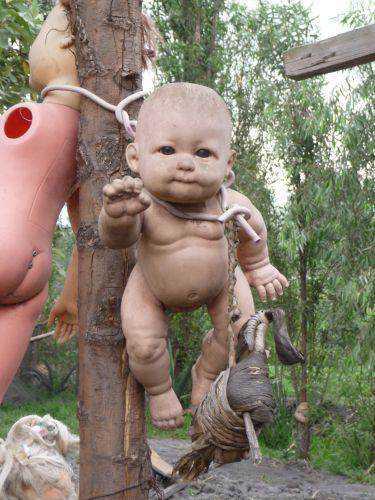 MEDO: A tenebrosa ilha das bonecas