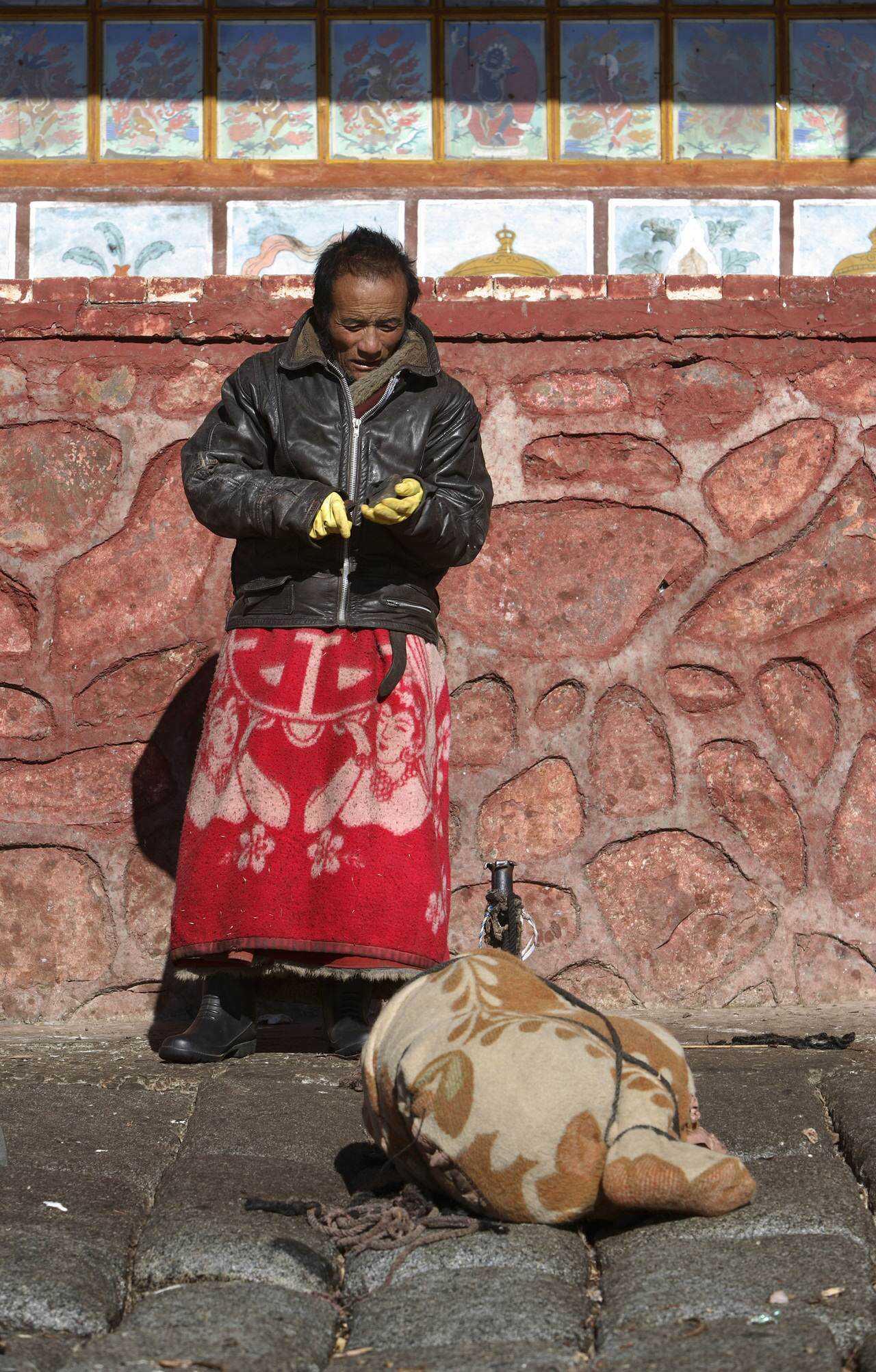 0 ef734 4887811 orig Sepultamento celestial no Tibete (AVISO: não recomendado para pessoas impressionáveis)