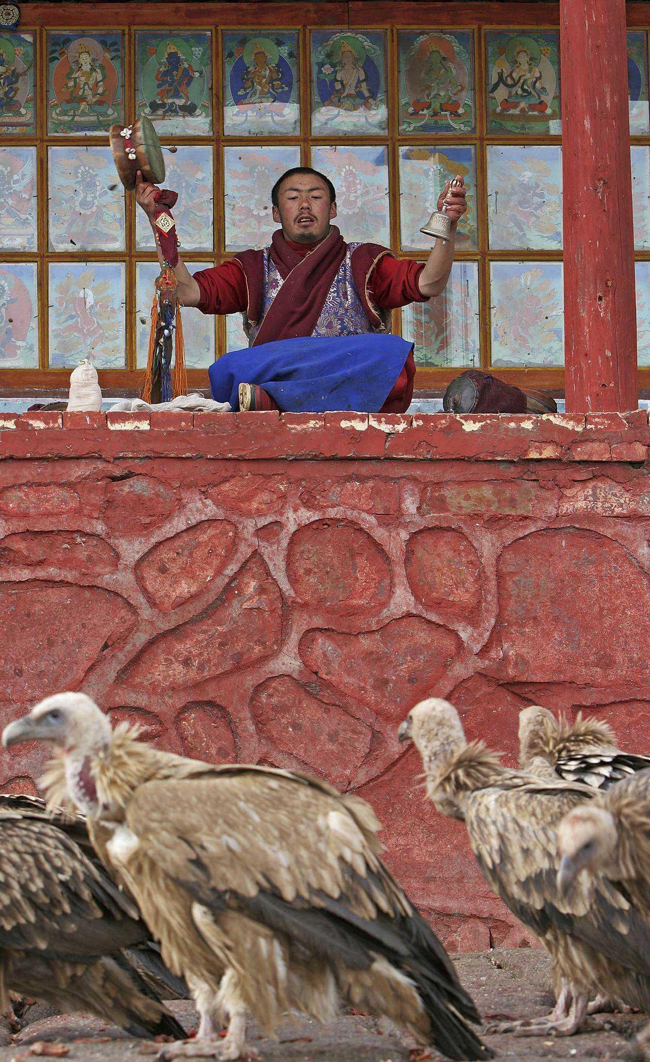 0 ef735 f0a7d448 orig Sepultamento celestial no Tibete (AVISO: não recomendado para pessoas impressionáveis)