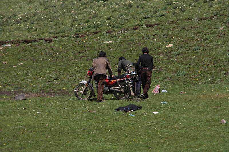0 ef73b 9e1ffdc7 orig Sepultamento celestial no Tibete (AVISO: não recomendado para pessoas impressionáveis)