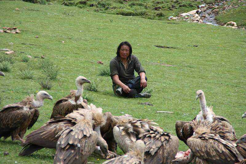 0 ef74c ec7603cd orig Sepultamento celestial no Tibete (AVISO: não recomendado para pessoas impressionáveis)