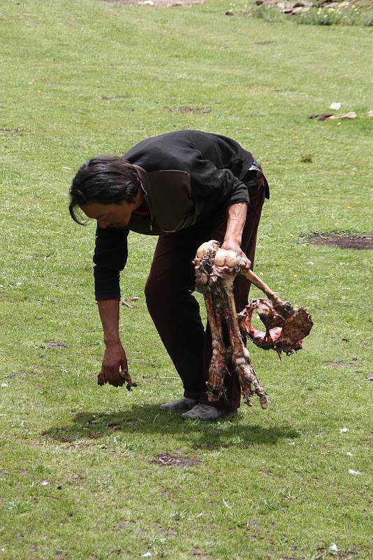 0 ef753 efd79740 orig Sepultamento celestial no Tibete (AVISO: não recomendado para pessoas impressionáveis)