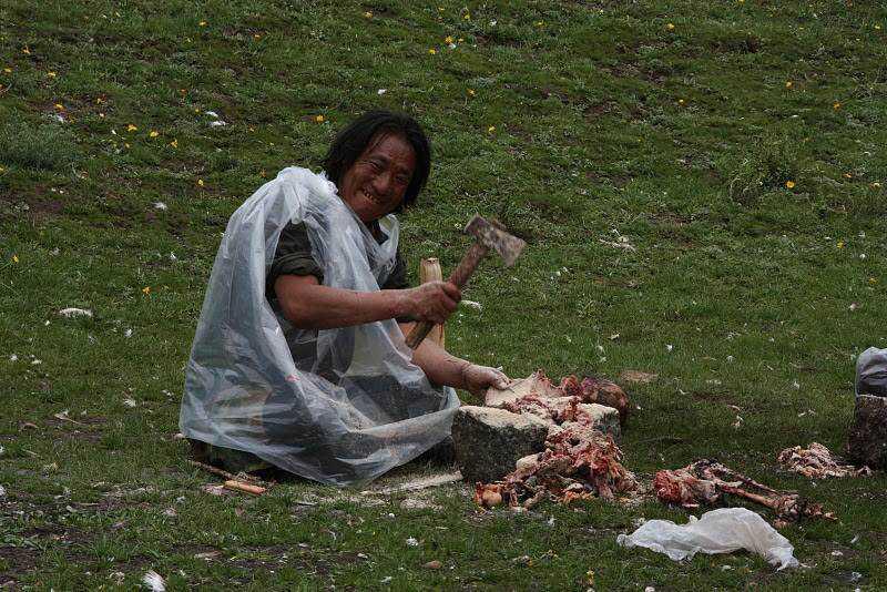 0 ef756 3caf255b orig Sepultamento celestial no Tibete (AVISO: não recomendado para pessoas impressionáveis)