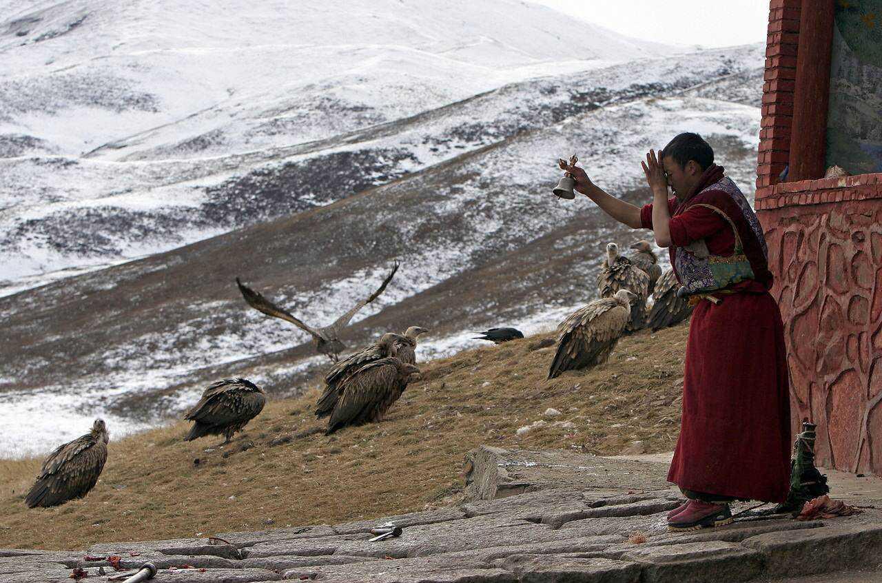 0 ef773 2c485cfd orig Sepultamento celestial no Tibete (AVISO: não recomendado para pessoas impressionáveis)