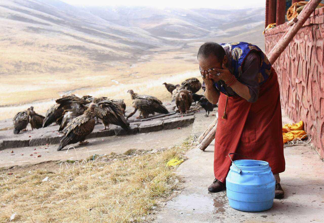 0 ef774 1f3c822a orig Sepultamento celestial no Tibete (AVISO: não recomendado para pessoas impressionáveis)