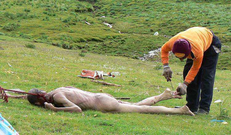 sky burial Sepultamento celestial no Tibete (AVISO: não recomendado para pessoas impressionáveis)