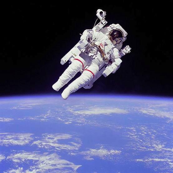 Astronaut-EVA-555pxl
