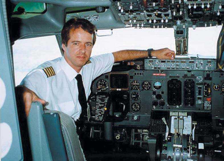 O Comandante da Varig, Marcos Bantel, na cabine de comando de um Boeing da empresa.
