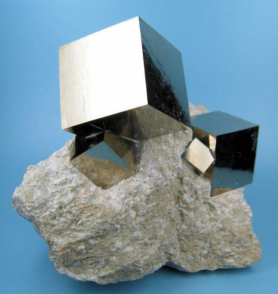 pirita cubica Quem fabricou os Misteriosos tubos de Ferro na China