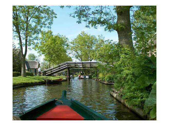 448009-Canal_and_bridge_Giethoorn_Giethoorn
