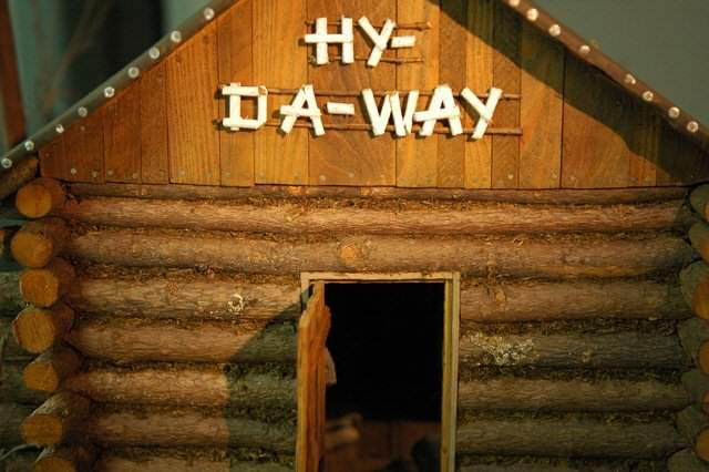 Hy-Da-Way-was-a-secluded-tourist-cabin-where-Marion-and-Arthur-loved-to-meet.-Nobody-needed-to-know-especially-their-spouses.