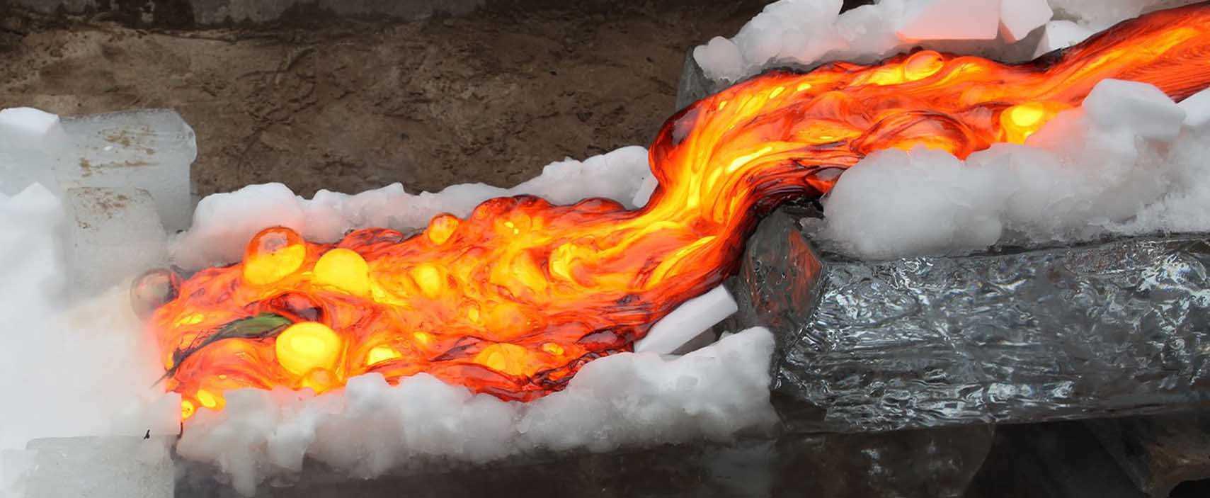 A lava foi derramada num escorreguinha de gelo