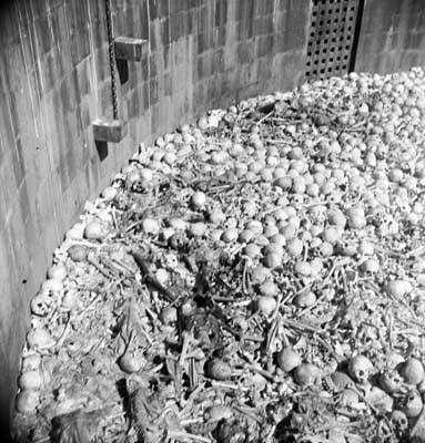 383 09 Many Skulls A macabra torre do silêncio