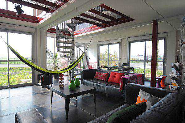 A-lovely-hammock-in-the-living-area-provides-for-a-comfy-seating-option