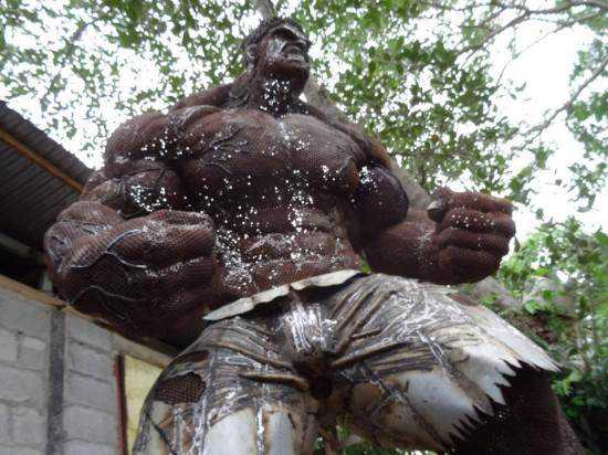 incredible-hulk-sculpture4-550x412