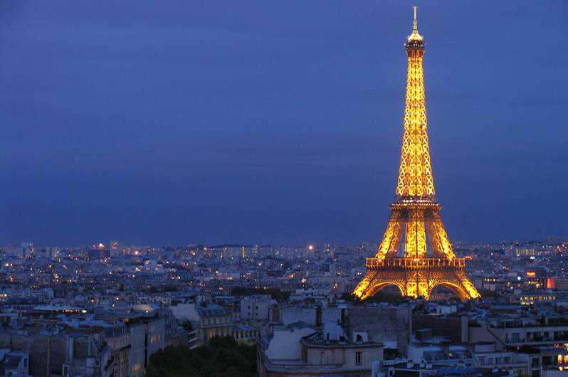 eiffel-tower-at-night