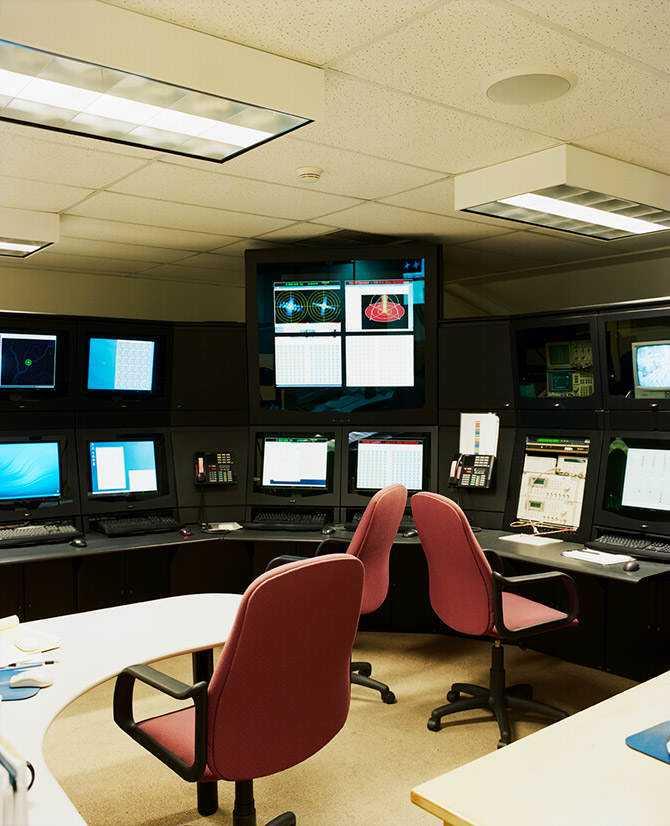 Esta é uma das poucas imagens conhecidas que mostra uma das salas do Haarp. As telas lembram as da Enterprise.