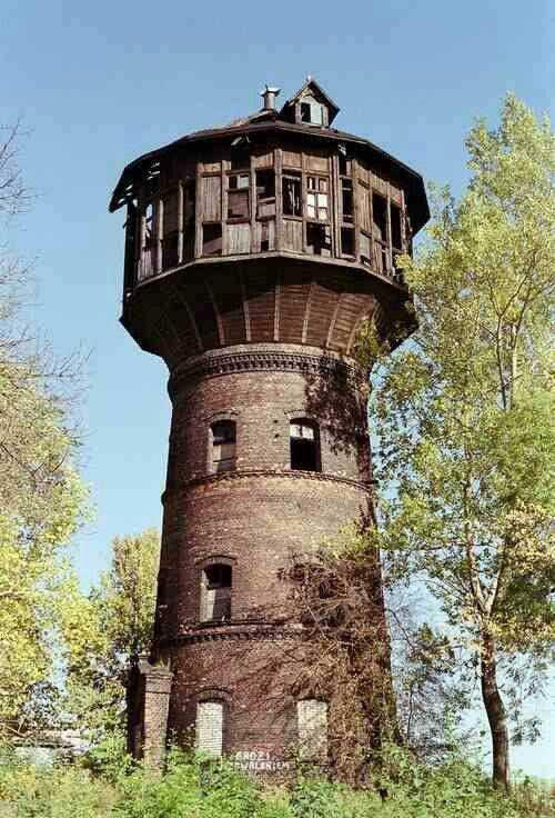 46d2b39315ad63ba69483d3414afab1e A torre de água abandonada