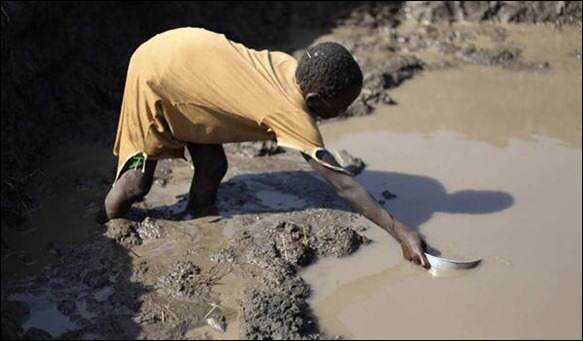 Uma grande parcela da população do mundo bebe água suja.