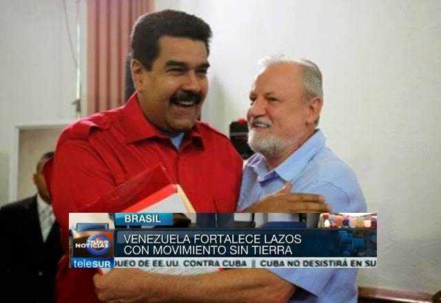 """Voc~e pode não acreditar no papeo de crianças sendo treinadas, mas aqui temos uma foto de Stédile, o dono do """"exército"""" abraçado com Maduro."""