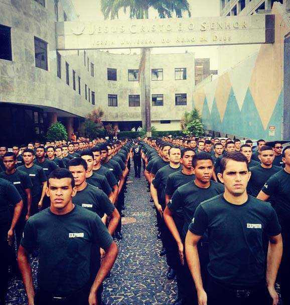 """""""Exército religioso"""" no Brasil. Isso não é impressionante?"""