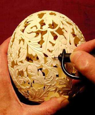 process of egg carving Escultura no ovo