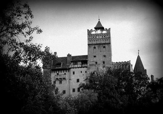 Castelo-de-Bran-no-por-do-