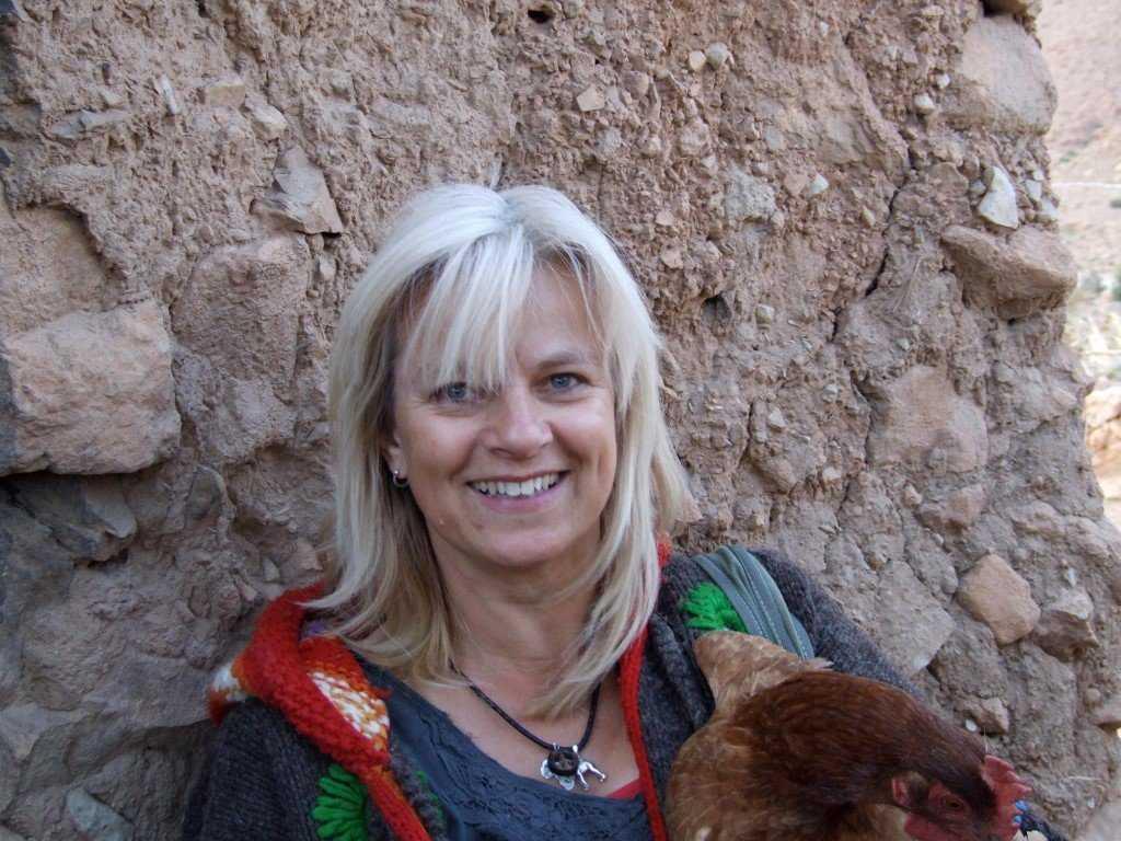 Seu trabalho não se limita a cachorros. Ela esculpe outros animais, como coelhos e etc.