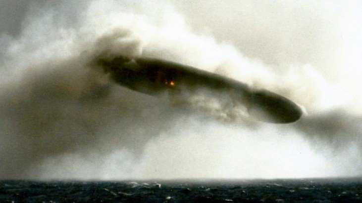 Bizarras fotos de dois ufos feitas por um submarino nos anos 70