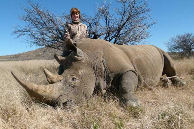 8-nancy-darted-rhino-hunt1