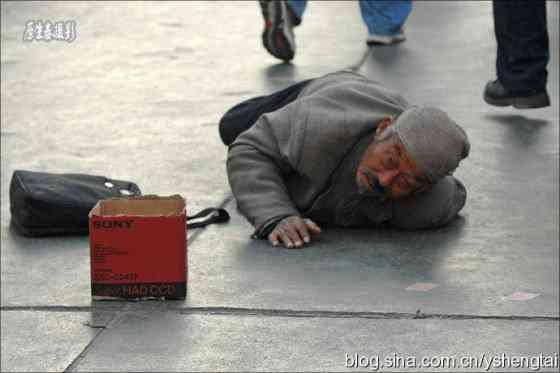 china-fake-crippled-beggar-03