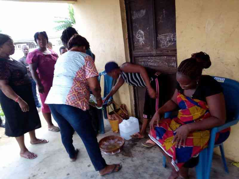Mulher dá a luz a uma cabra na Nigéria - Veja o video!