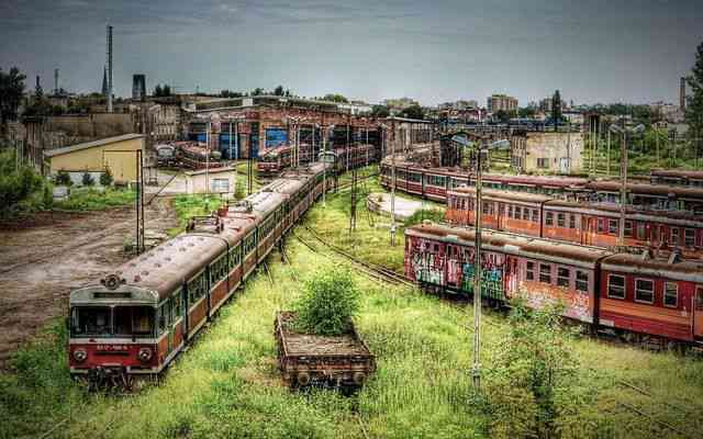 Czestochowa Poland abandoned train graveyard Cemiterios esquisitos